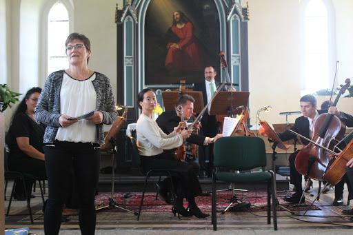 Juliane Becker begrüsste die Musiker & Gäste im Namen des Gemeindekirchenrates. (Bild A.M.)