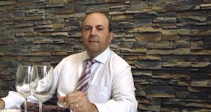 Francisco Morales, gerente de Entrefinos, establecimiento que acogerá la tertulia.
