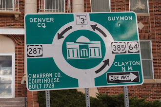 Photo: Traffic is heavy and complicated around the court house....