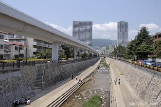 Photo: 神戸市東灘区の住吉川右岸に面した倚松庵は、