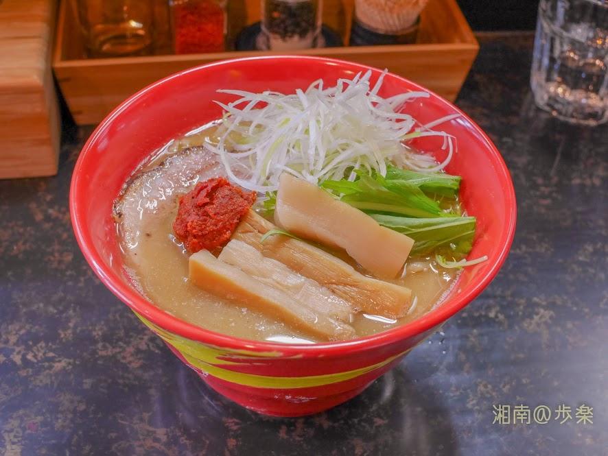 らうめん梵 辛味噌拉麺@800円 梵の時代は、塩分が立っていたので辛味噌の追加はあまり、好みではなかったかな
