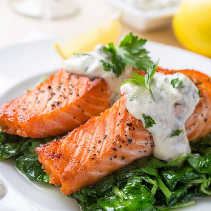 Grilled Salmon with Cream Sauce