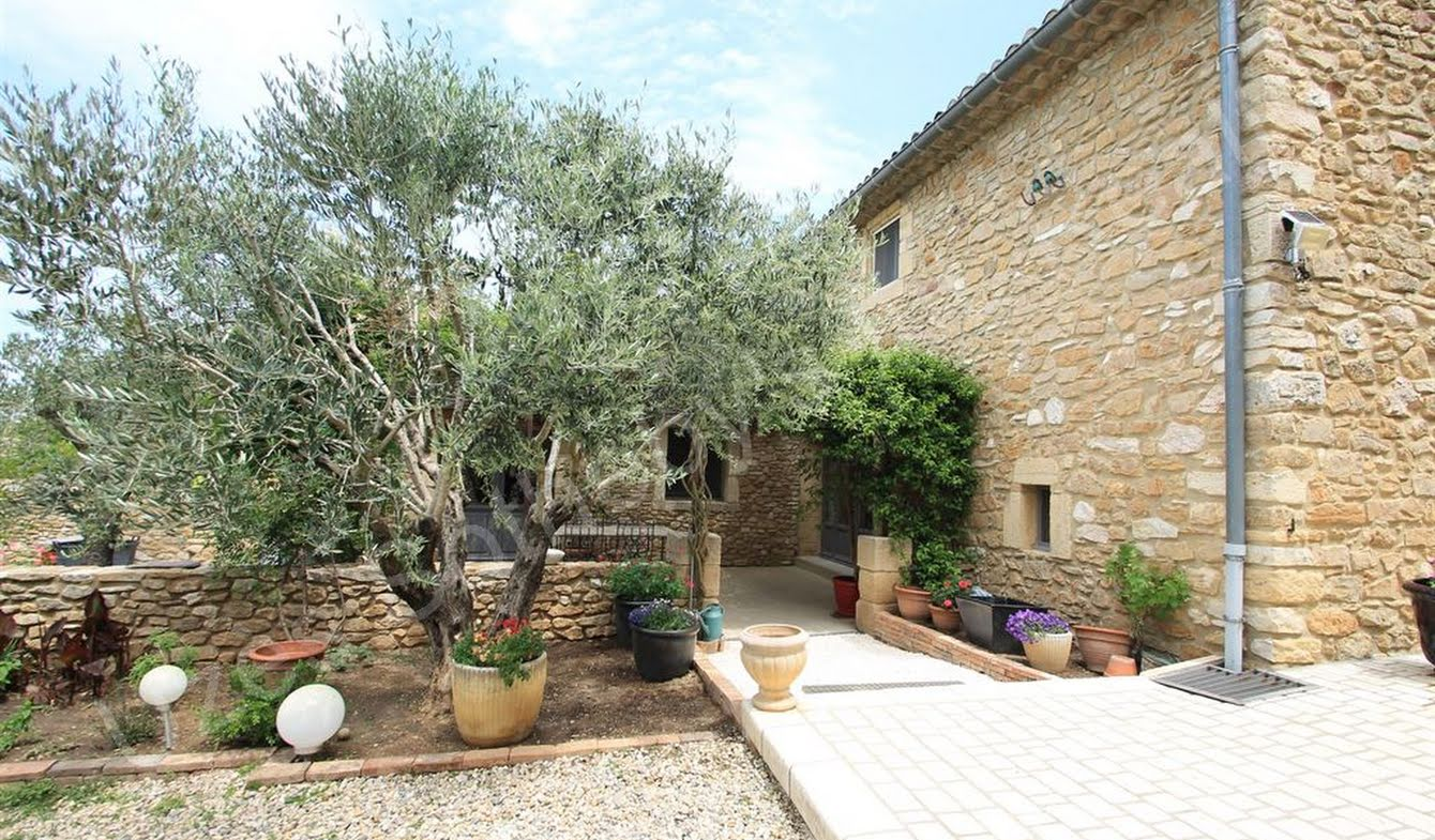 House with garden and terrace Laudun-l'Ardoise