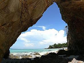 Photo: ช่องเขาที่เกิดจากธรรมชาติ ที่ตะรุเตา www.remawadee.com