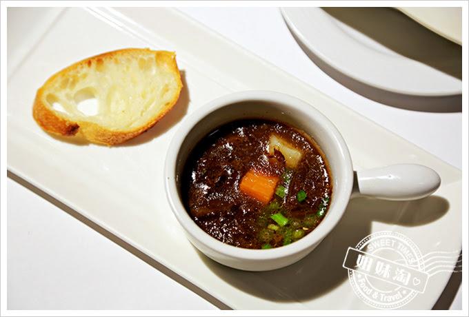 新國際西餐廳波爾多紅酒燉牛肉2