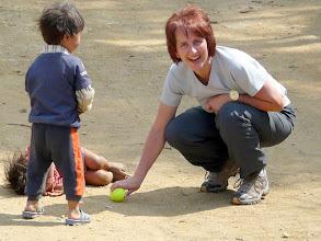 Photo: Irgendwie können auch Tennisbälle glücklich machen.