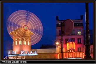 Photo: Das Varieté Moulin Rouge im Pariser Stadtviertel Montmartre am Place Blanche im 18. Arrondissement, im Vergnügungsviertel Pigalle wurde, wie die Rote Flora in Hamburg, bereits im Jahre 1889 eröffnet.