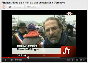 Photo: JT► http://www.youtube.com/watch?feature=player_embedded&v=QVKzF7lP2mw#! ...Importante mobilisation à Saint-Julien-en-Genevois contre le gaz de schiste. Beaucoup de citoyens et d'élus se sont mobilisés pour dénoncer les risques. Plus sur http://wizdeo.com/s/tv8montblanc . Pour exploitation TV, droits réservés, nous contacter sur http://wizdeo.com/s/banqueimages