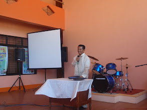 Photo: Pastori Sonio julistaa Jumalan Sanaa