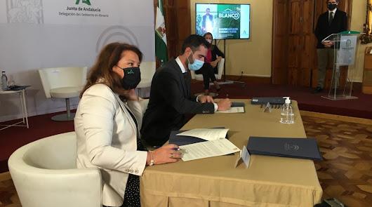 Trece pueblos firman el 'Compromiso Blanco' para reciclar plásticos agrícolas