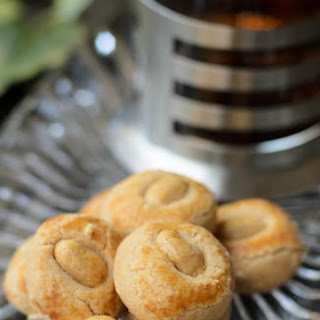 Easy Peanut Cookies.
