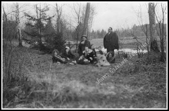 Photo: Odpoczynek na wycieczce za Dworem, rok 1932
