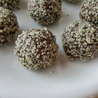 Chocolaty Walnut Date Balls [Vegan. No added sugar].