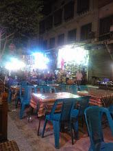 Photo: restaurantes, bares, mucha gente en la calle