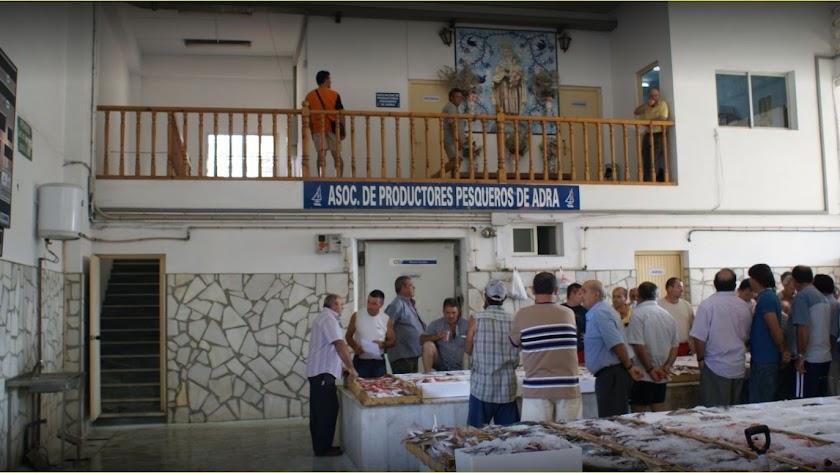 La lonja del Puerto de Adra en una imagen de archivo.