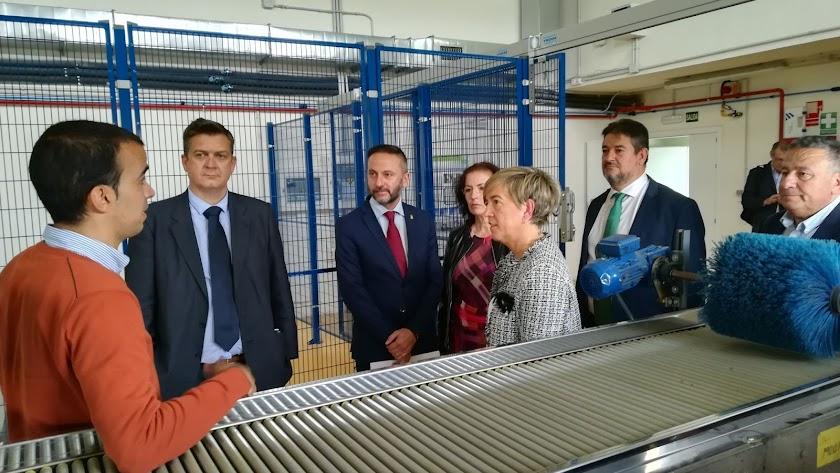 El director general de IDEA en una de sus visitas a empresarios noveles en la sede de Tecnova.