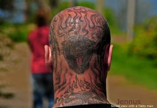 Photo: Street view with a Tatto man  Konfuzius sagt: Der Mensch hat dreierlei Wege klug zu handeln: durch Nachdenken ist der edelste, durch Nachahmen der einfachste, durch Erfahrung der bitterste.