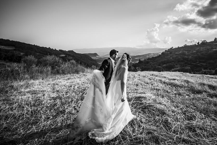 Wedding photographer Leonardo Scarriglia (leonardoscarrig). Photo of 05.07.2017