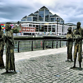 The Famine Sculptures, Dublin by Francis Xavier Camilleri - Buildings & Architecture Statues & Monuments