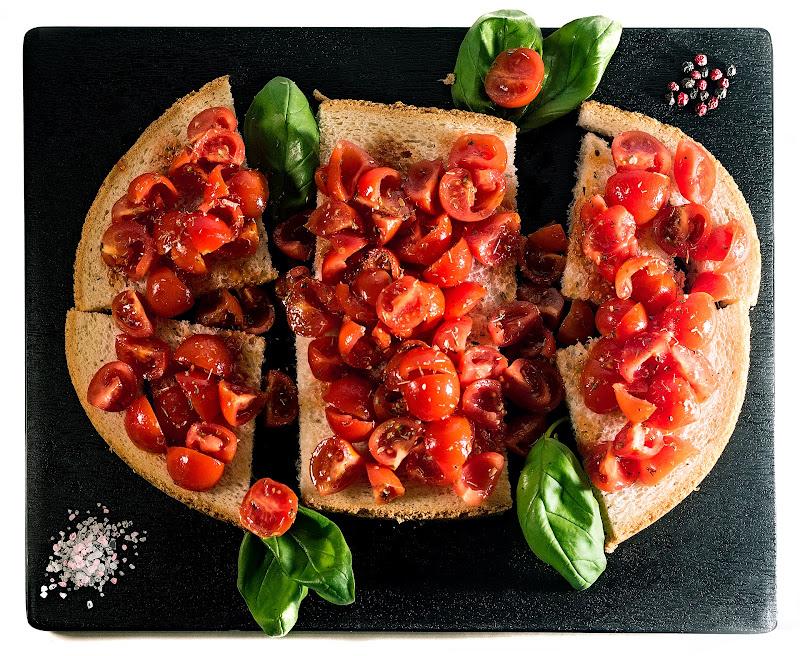 ... come il pomodoro con la bruschetta ... di Ivan Bertusi