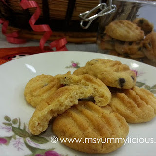 GOLDEN SYRUP COOKIES WITH CHOCOLATE CHIPS