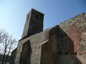 Photo: Zmínka o kostelu je z roku 1496, v 16. stol. byl přebudovaný na  církevní zámek. Zničený byl roku 1945
