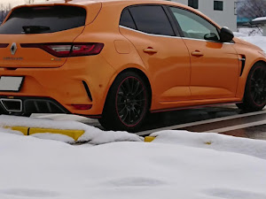 メガーヌ ハッチバック  RS 2018のカスタム事例画像 橙眼鏡さんの2021年01月11日17:23の投稿