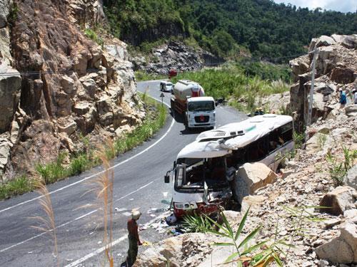 tai nạn xe khách đường đèo