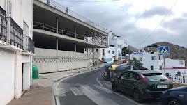 Avenida París y la obra del nuevo ayuntamiento y mirador a la derecha.