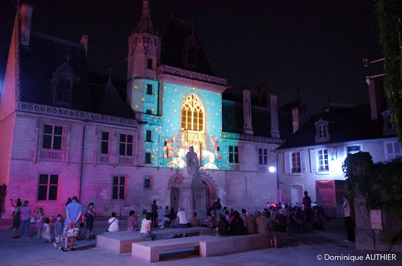 Photo: Illumination Palais Jacques Coeur, cliché pris à main levée avec un Pentax K-5 à 6400 iso