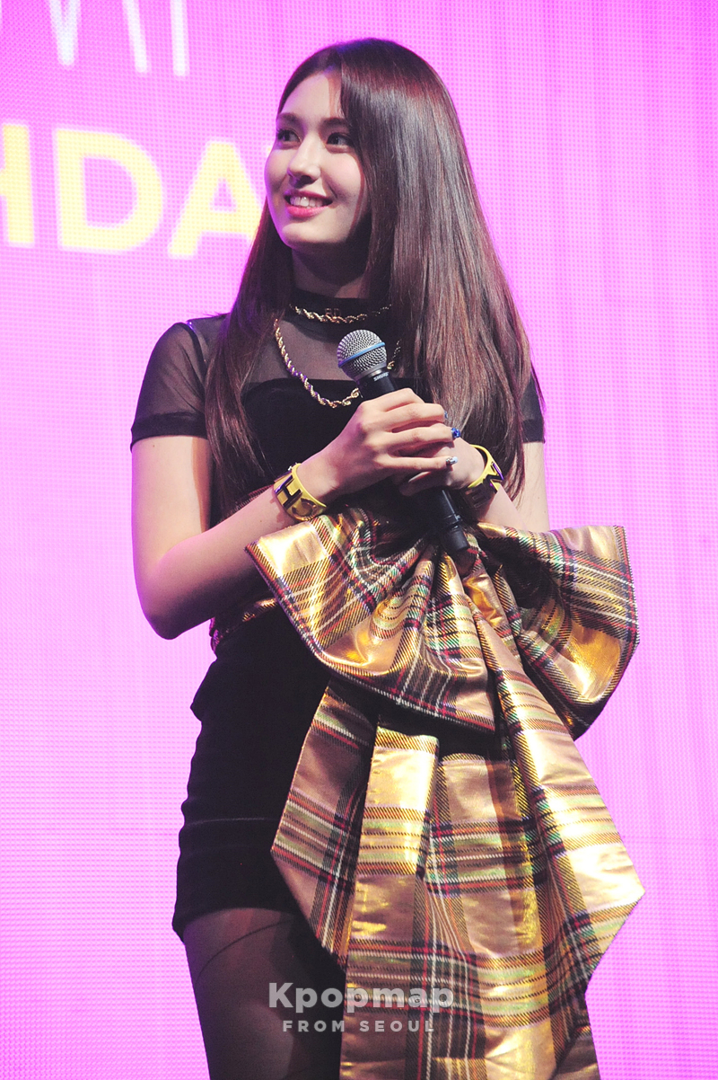 jeon-somi-birthday-showcase-11