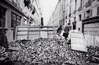 """""""©Гёксин Сипахиоглу Двое школьников перебираются через баррикады. Париж. 11 июня 1968   Göksin Sipahioglu  Rue de l"""