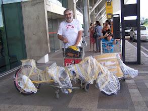 Photo: Emília desmontada no aeroporto de Belém