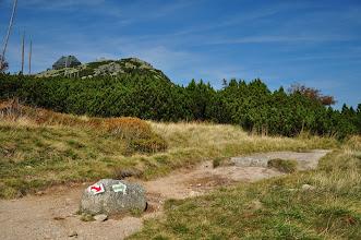 Photo: Schronisko na Szrenicy widziane z Mokrej Przełęczy. W prawo zejście zielonym Mokrym Szlakiem do schroniska pod Łabskim Szczytem