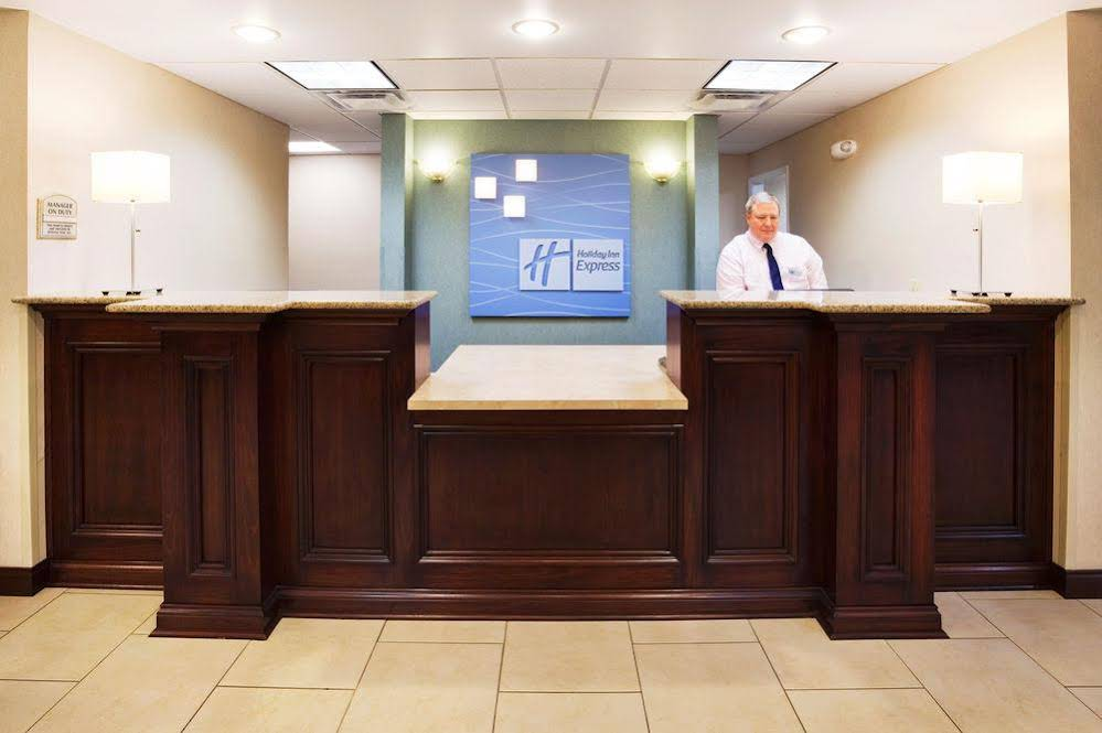 Holiday Inn Express and Suites Cincinnati Se Newport