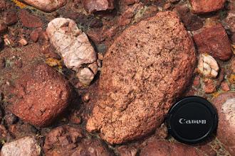 Photo: A kavicsok anyaga főleg kvarc és riolit, amelyet egy triász időszaki folyó szállíthatott É-i irányból az egykori üledékgyűjtő peremére