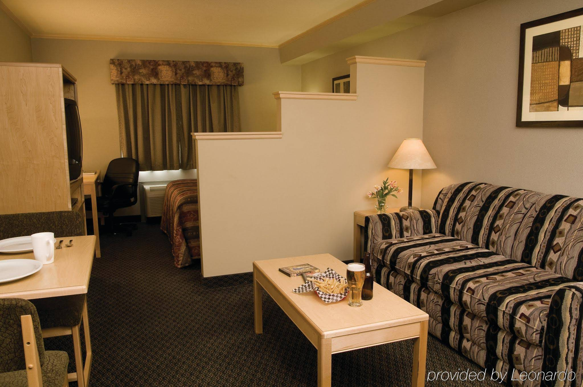 The Vantage Inn and Suites