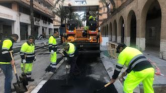 Asfaltado de la calle Artés de Arcos en el día de ayer