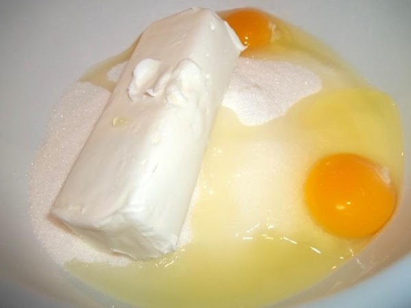 Preheat oven to 400 degree F.  In a large mixing bowl, cream shortening, eggs and...