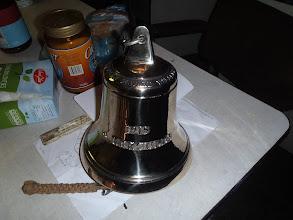 Photo: De bel, een kado van Jan Hagendoorn uit Frankrijk