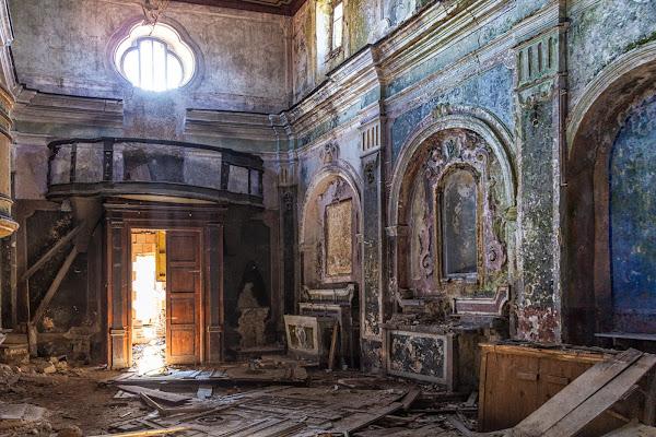 Chiesa dopo il terremoto di Atum-Pietro