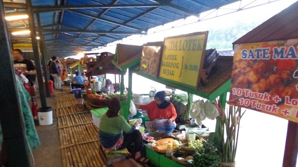 Jajanan di Floating Market Lembang