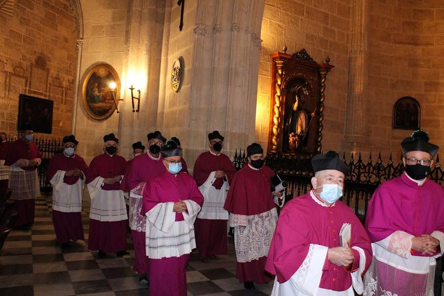 Canónigos de la Santa y Apostólica Iglesia de la Catedral de la Encarnación.