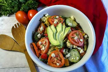 Avocado and Artichoke Hearts Holiday Salad