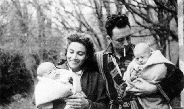 Albert Camus con su mujer e hijos