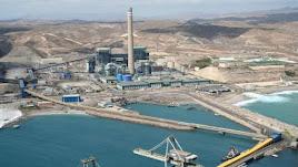 Zona industrial en el puerto de Carboneras.