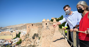 El alcalde de Almería y la delegada de Cultura en una visita a la Alcazaba.