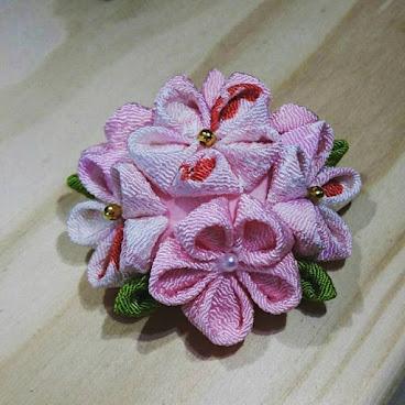 粉紅花球 (胸針夾子兩用)