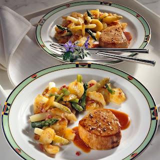 Pfeffer-Kalbssteaks mit Spargel-Kartoffeln