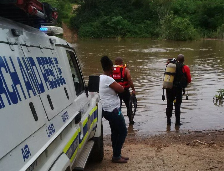 Police divers from the specialised Search and Rescue Unit search the murky depths of the Umdloti River for the bodies of two boys who drowned while swimming on Monday